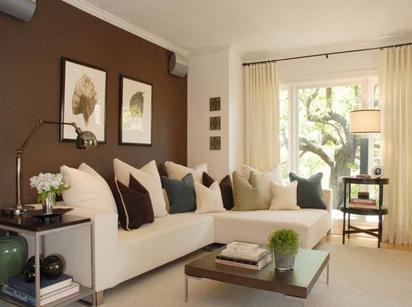 Ruang Tamu Minimalis Dengan Sofa Putih Leater L Serta Meja
